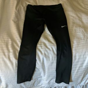 Nike Dri-Fit cropped black leggings